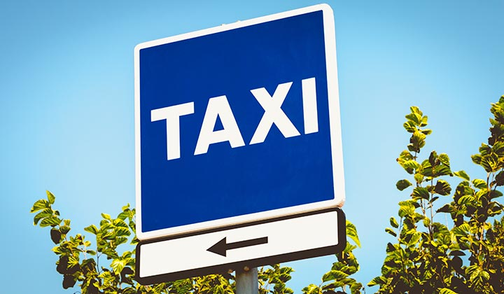 Málaga airport taxi sign